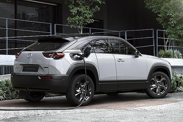 Mazda presentó en el Tokyo Motor Show el eléctrico MX-30 3