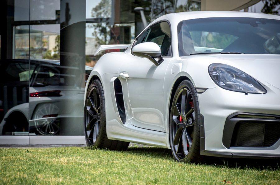 Autoelite presenta Porsche 718 Spyder y 718 Cayman GT4 2