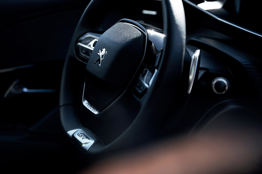 El volante PEUGEOT: desde un simple manillar hasta el volante multifunción 2