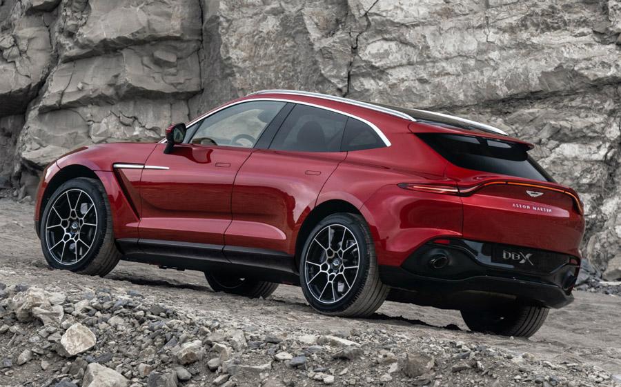 Salió el primer DBX de Aston Martin de la línea de producción 3