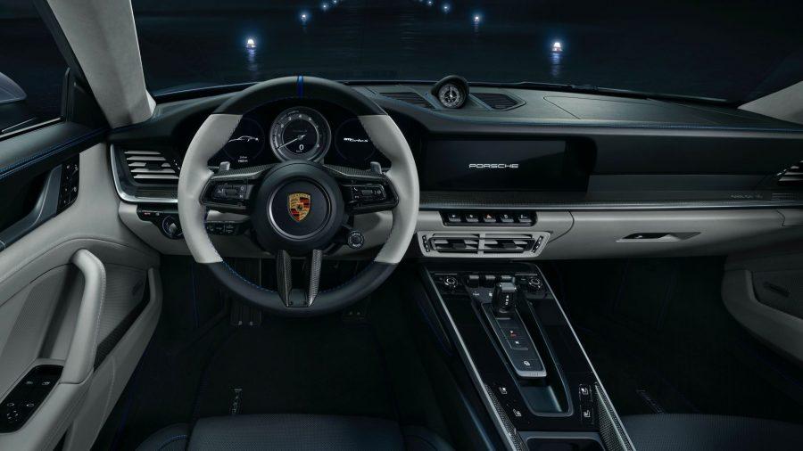 Porsche y Embraer: elegancia en tierra y aire 5