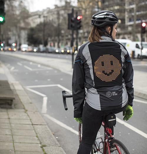 La 'Chaqueta Emoji' de Ford comunica a los ciclistas con los conductores 1