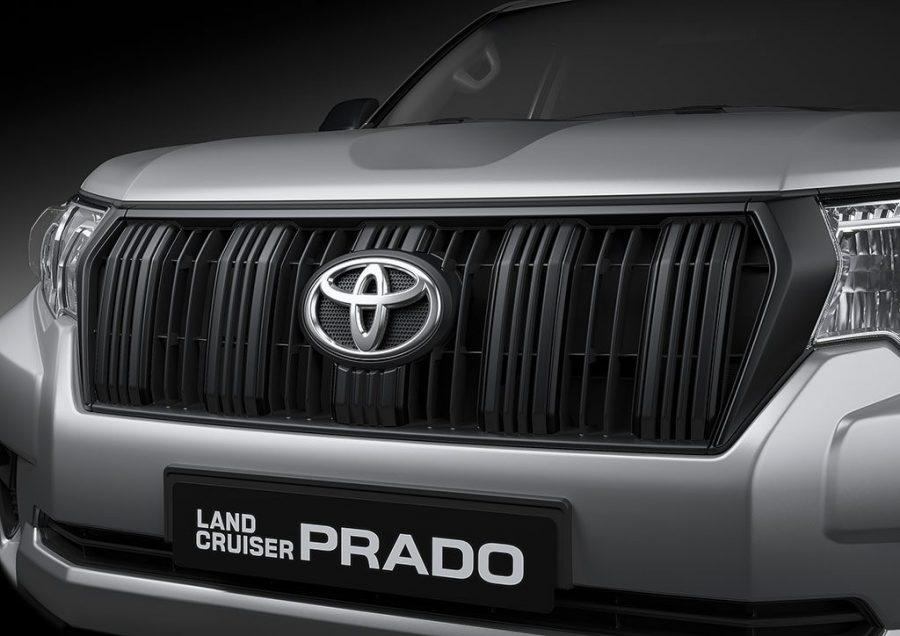 Toyota presenta las nuevas HILUX GRS II, PRADO SUMO y RAV4 XROAD 1