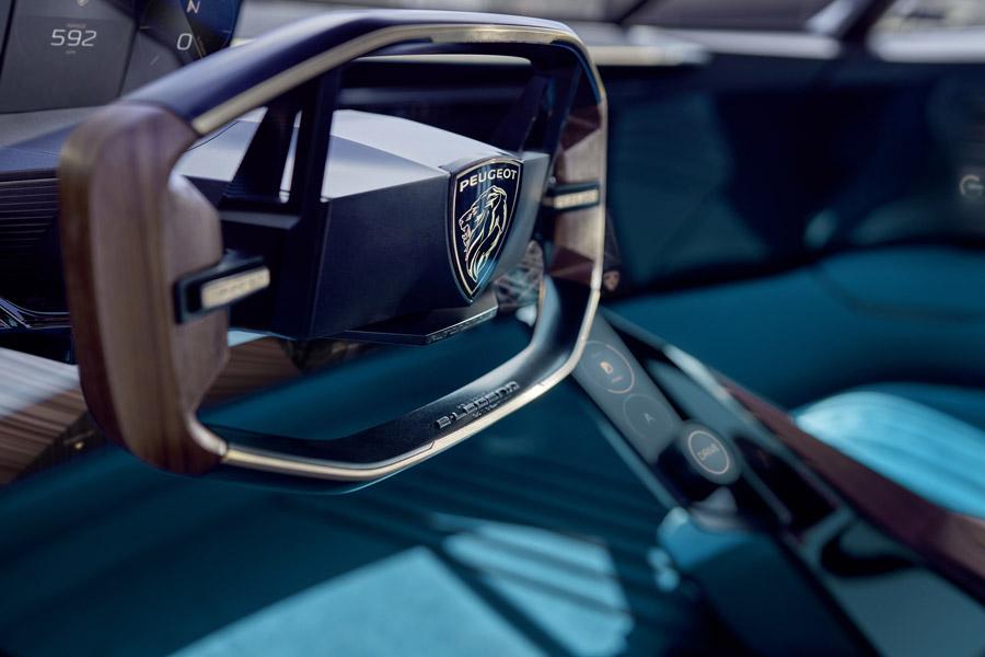 El volante PEUGEOT: desde un simple manillar hasta el volante multifunción 1