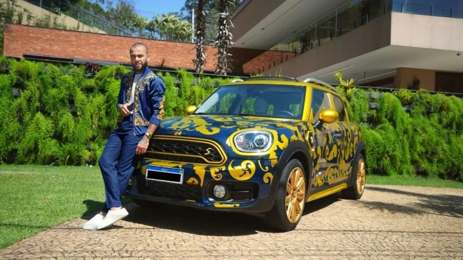Así se vende un auto, por Dani Alves 1