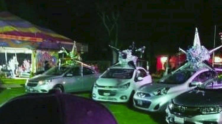 "Regalan autos en fiesta de ""Chapitos"" 1"