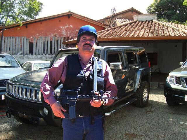 "Regalan autos en fiesta de ""Chapitos"" 4"