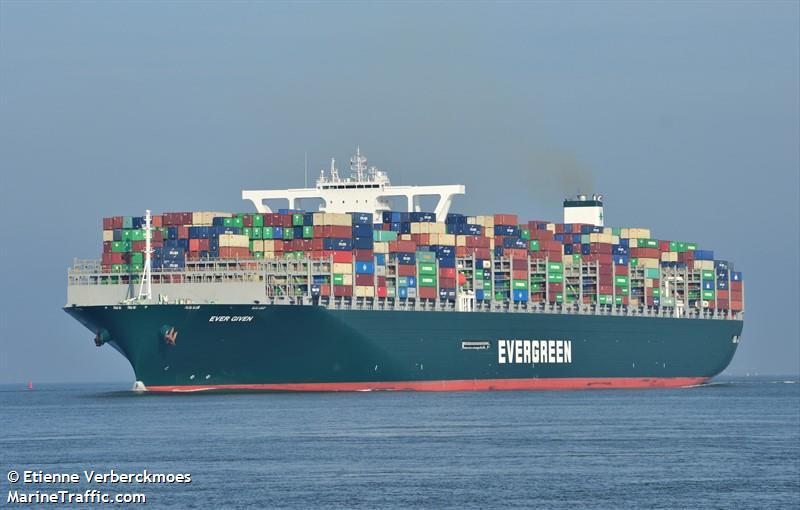 Un barco atravesado afecta la industria mundial
