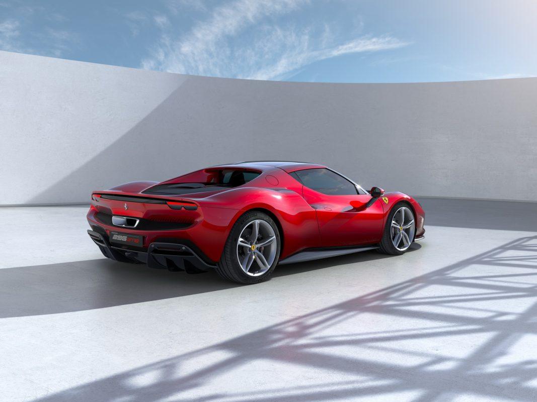Ferrari estrena el híbrido 296 GTB
