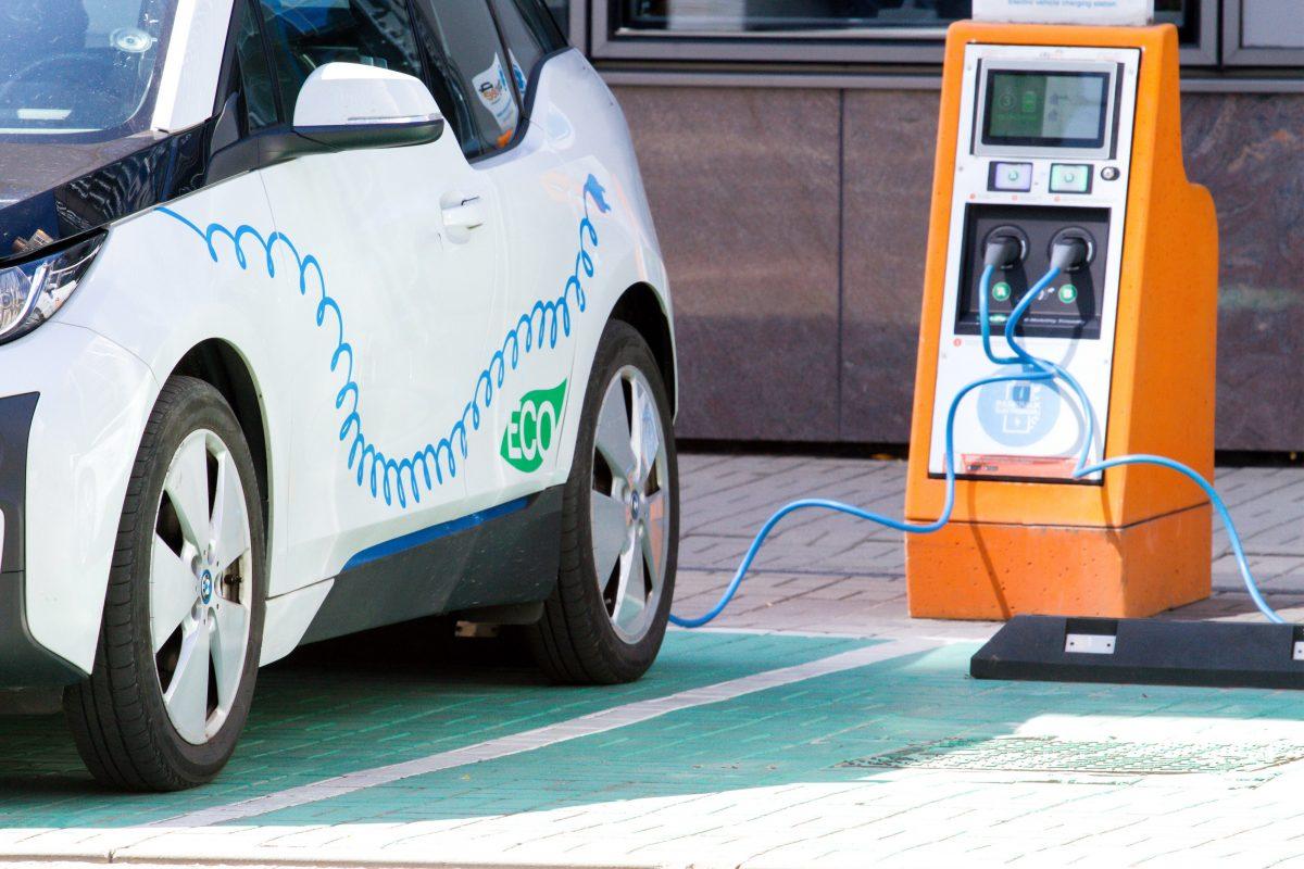 Los conductores de eléctricos viajan más que los demás