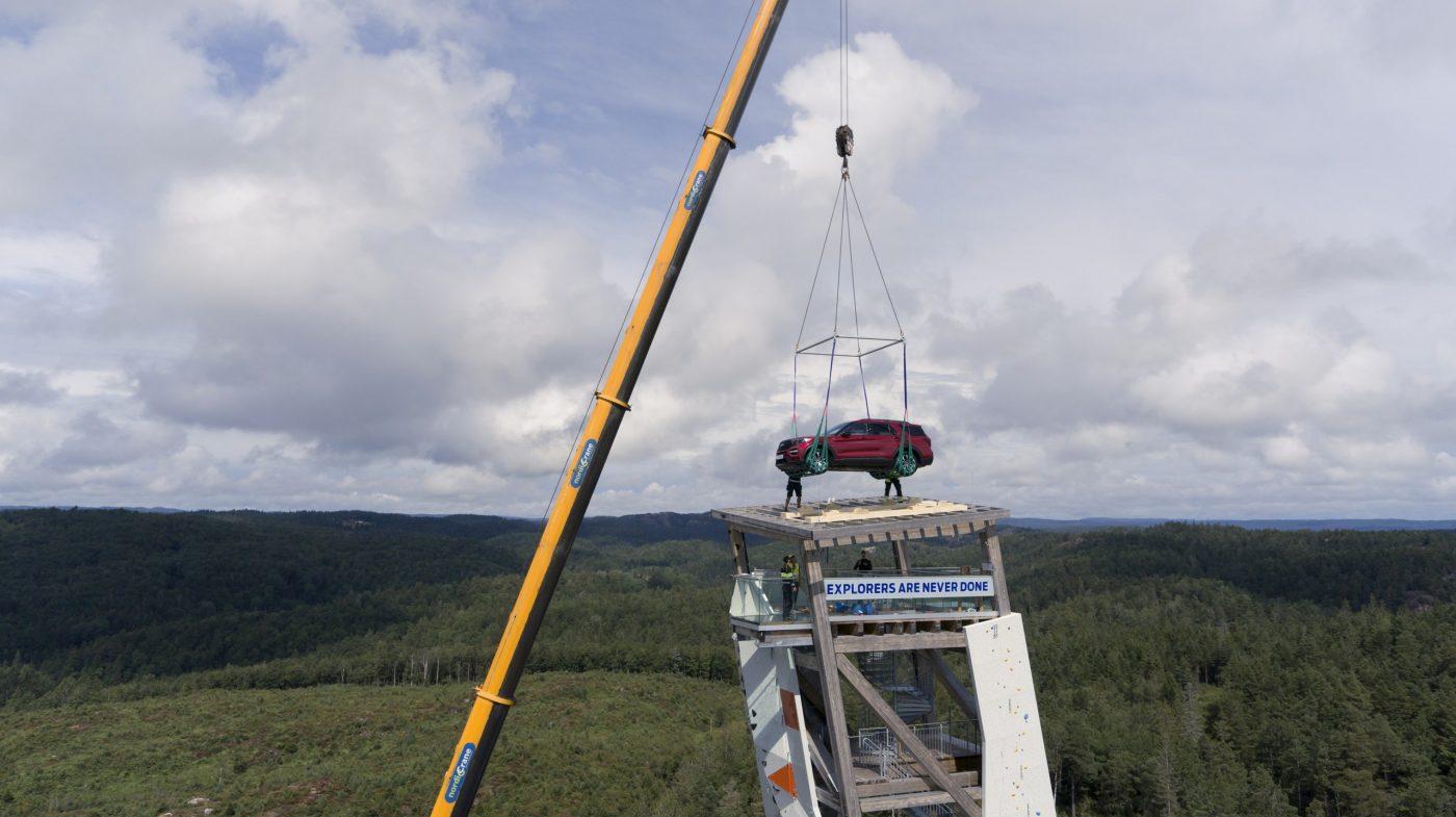 Una Ford Explorer en las alturas