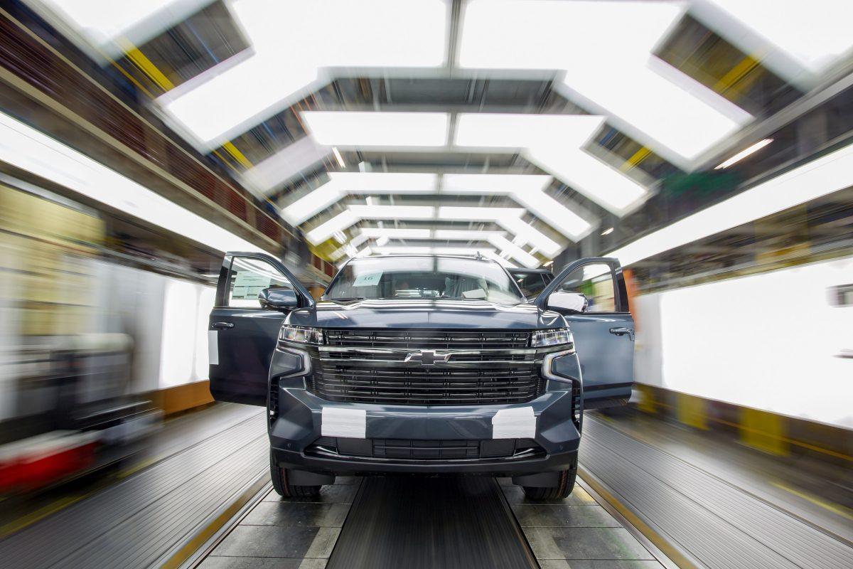 GM tiene 10 mil vehìculos parqueados