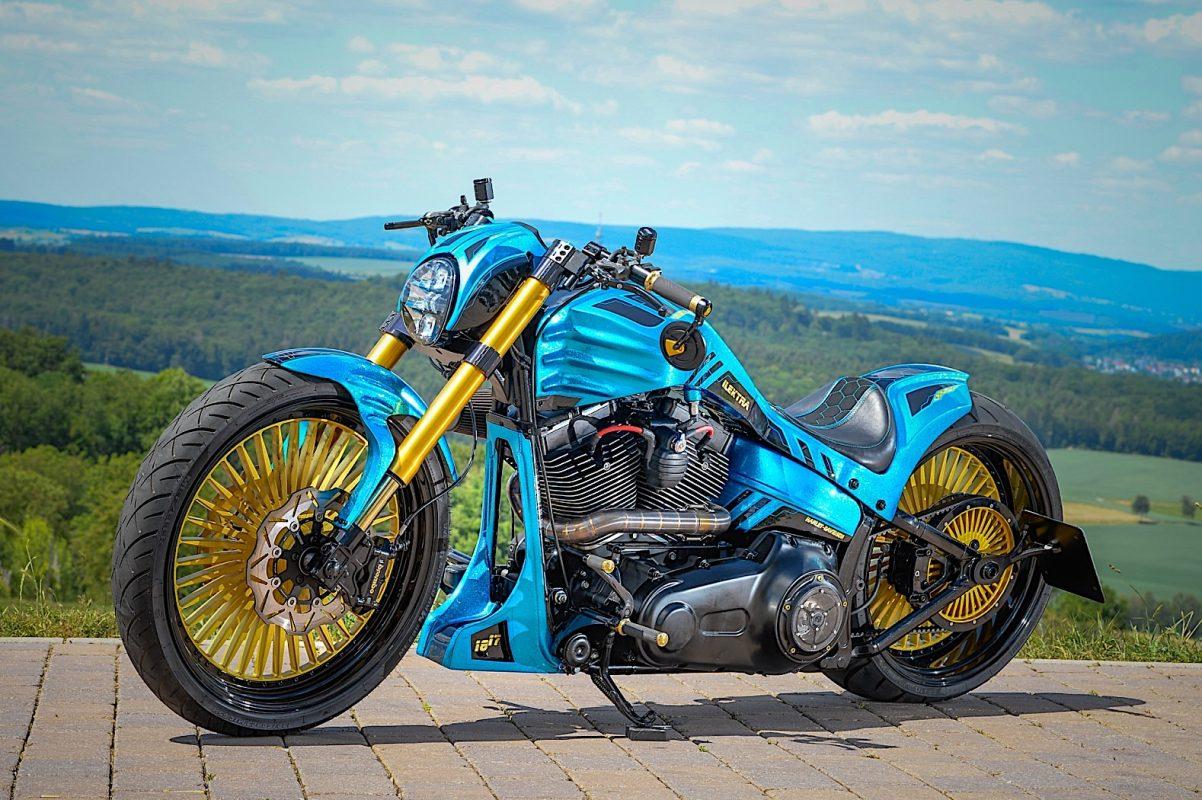 Una Harley azul y oro 1