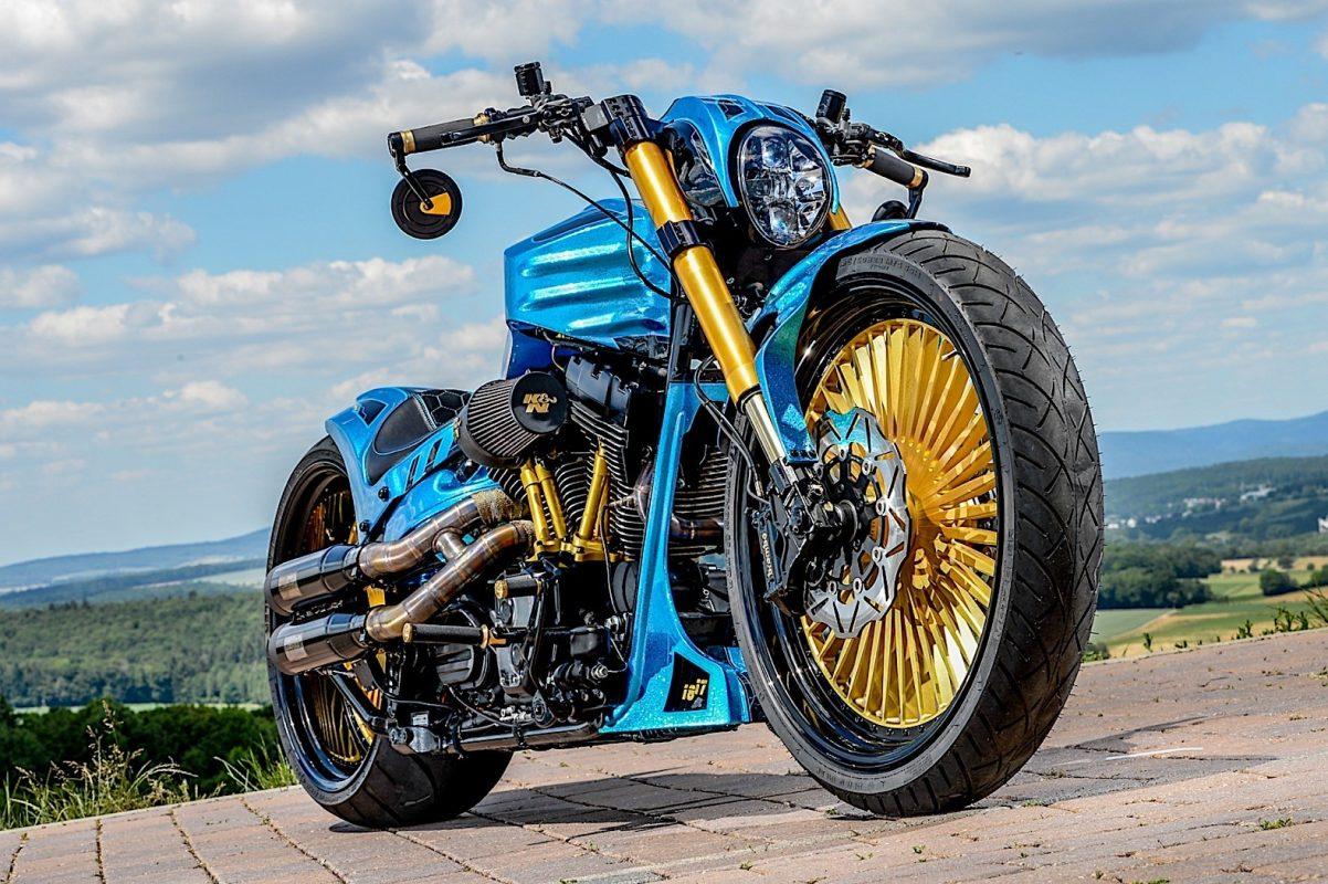Una Harley azul y oro 5