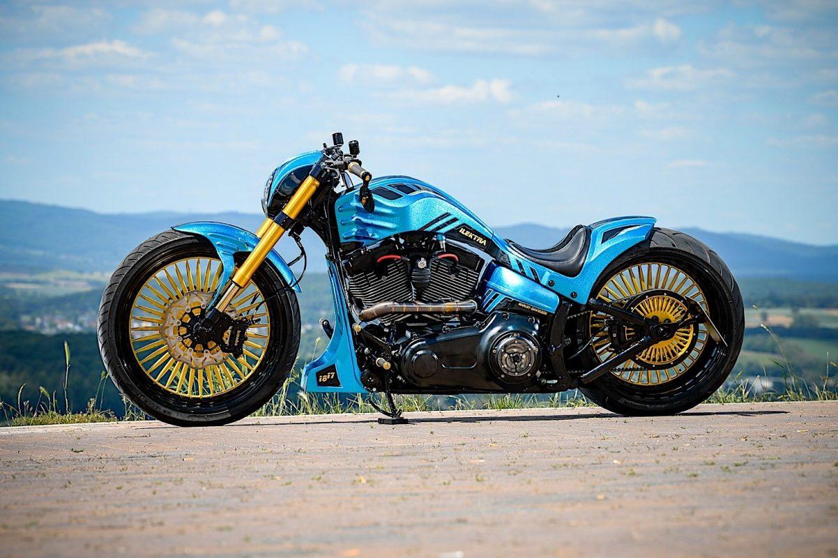 Una Harley azul y oro 2