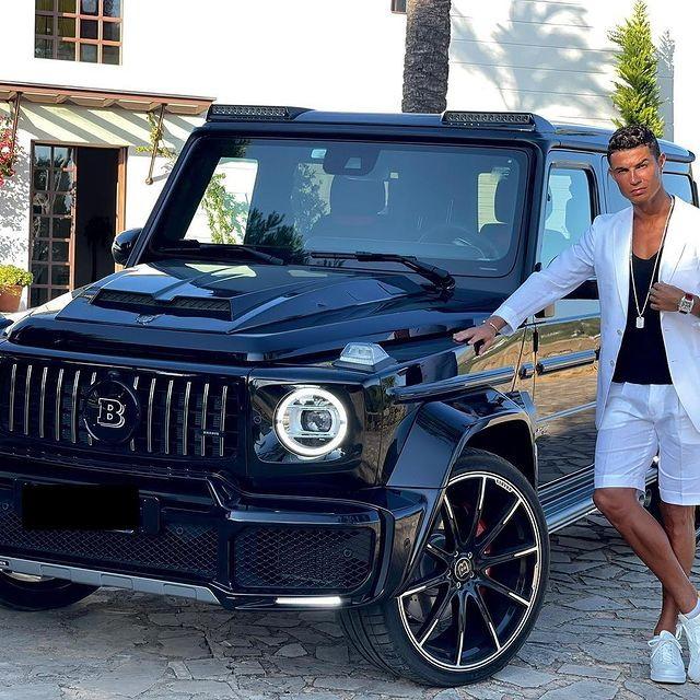 Ronaldo oficializa su Mercedes AMG Brabus